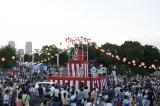 AKB48のメンバーがサプライズで登場した『みなとみらい大盆踊り大会』の模様