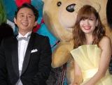 映画『テッド2』完成披露試写イベントに出席した(左から)有吉弘行、AKB48・小嶋陽菜 (C)ORICON NewS inc.