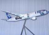ANA「STAR WARSプロジェクト」記者会見会でお披露目された『R2-D2 ANA JET』 (C)ORICON NewS inc.