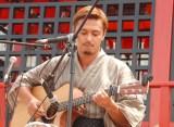 ギターの弾き語りを披露した今井洋介=映画『テラスハウス クロージング・ドア』Blu-ray&DVD発売記念イベント (C)ORICON NewS inc.