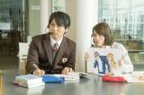 映画『ヒロイン失格』で主人公・はとり(桐谷美玲)の恋の実況中継をする(左から)桝太一アナ、福田彩乃