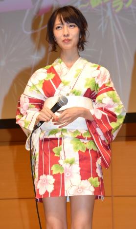 小島梨里杏さんのコスチューム