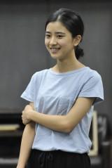 メディアで話題の若手女優・黒島結菜を稽古場で直撃!いまの率直な想いとは?