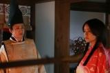 天才陰陽師・安倍晴明(市川染五郎)と白拍子の青音(あおね/山本美月)(C)テレビ朝日