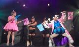 """""""ニューカマー対決""""を行った(左から)はるな愛、ボン・クレー=東京ワンピースタワー『ボン・クレー ダンスパフォーマンスショー』 (C)ORICON NewS inc."""
