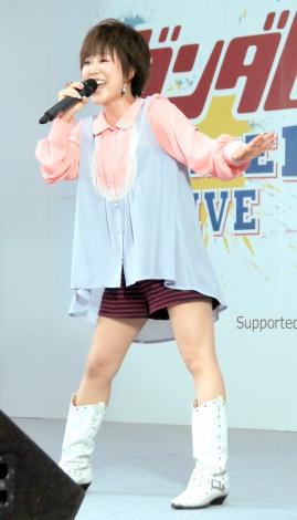 米倉千尋の画像・写真 | 玉置成実ら実物大「ガンダム」膝元で歴代 ...
