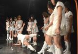 ステージ上で体幹を鍛えるポーズを実演してみせた鈴木香音 (C)ORICON NewS inc.