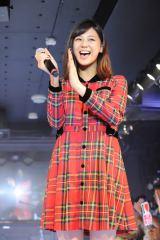 『原宿駅前ステージ』のグランドオープンイベントに登場した西内まりや