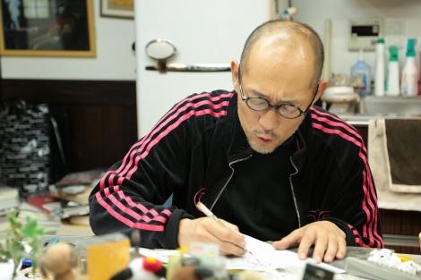 藤田和日郎氏の漫画制作現場より(C)NHK