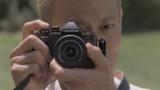 カメラを構える本田選手