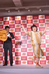 期間限定オープンの「黄金マンガ肉CAFE」お披露目イベントに登場した、森三中・黒沢かずこ 踊りでおいしさを表現 (C)oricon ME inc.