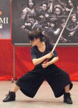 舞台『AZUMI 幕末編』制作発表会見で殺陣シーンをお披露目した川栄李奈 (C)ORICON NewS inc.