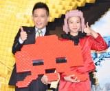 三戸なつめ(右)が甲子園で始球式をしたことに驚きを見せた柳沢慎吾(左) (C)ORICON NewS inc.