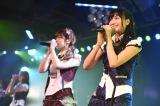 北原里英(右)を送る会が行われたAKB48チームKの劇場公演「RESET」(C)AKS