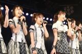 AKB48チームAの「恋愛禁止条例」千秋楽公演(写真左から宮脇咲良、高橋みなみ、小嶋陽菜、小嶋菜月)(C)AKS