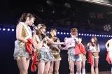 「ひこうき雲」でファンが振ったタオルに高橋みなみの似顔絵=AKB48チームAの「恋愛禁止条例」千秋楽公演(C)AKS