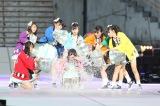 「花火は終わらない」では松村香織がバケツの水を浴びせられた(C)AKS