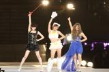 「恋よりもドリーム」では生着替えを披露し、谷真理佳がSM嬢、須田亜香里がネコ、松村香織がキャバ嬢に変身(C)AKS