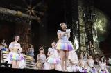 涙ながらに4万5000人の観客に感謝の思いを告げた松井玲奈(C)AKS