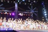 「仲間の歌」でのグループカラーのオレンジ色のサイリウムに感激した松井玲奈(C)AKS