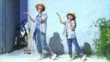 キャンディーズの名曲「暑中お見舞申し上げます」を歌いながらダンスを披露する(左から)吉田羊、鈴木梨央