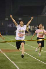 50メートルダッシュ予選第8組で1位となったチーム8の太田奈緒 (C)AKS