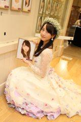 劇場の壁掛け写真を外してSKE48を卒業した松井玲奈(C)AKS