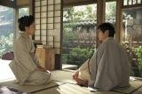高杉(高良健吾)から衝撃的な話を聞かされる美和(井上真央)(C)NHK