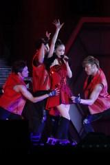40万人を動員する全国ツアーをスタートさせた安室奈美恵