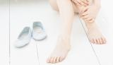 足の小指の爪の変形の原因は靴のミスチョイスやケアの甘さが引き起こす甘皮の暴走がにあった