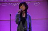 『秘密のアラフィフ女子会〜藤田恵美50歳の誕生日を祝う〜』で歌唱する藤田恵美