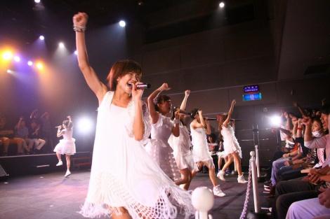 リーダーの天野なつ(手前)がメジャー2ndアルバム発売を発表
