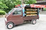 日本テレビ系連続ドラマ『ど根性ガエル』』(毎週土曜 後9:00)最終回を前にゴリライモ(新井浩文)が運営するゴリラパン工場のパンも盛況ぶりをみせている(C)日本テレビ