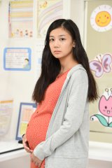 金曜連続ドラマ『コウノドリ』に妊婦役で出演する清水富加(C)TBS