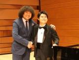 9月28放送のテレビ朝日系『Qさま!!』はなぜか葉加瀬太郎(左)の「音楽ハカセ」3時間SP。ピアニスト・辻井伸行(右)とテレビ初共演も(C)テレビ朝日