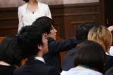 最終収録されたコーナーのひとつ「番組終了緊急記者会見」には、ウーマンラッシュアワーの村本大輔が登場 (C)テレビ東京