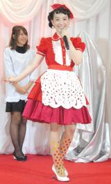ドラマをイメージして作られた「赤いメイドレス」で登場した篠原ともえ (C)ORICON NewS inc.