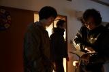 マスコミに公開された『ピンクとグレー』撮影現場。行定勲監督から演出を受ける菅田将暉