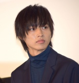 映画『ヒロイン失格』初日舞台あいさつに出席した山崎賢人