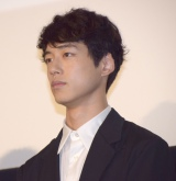 映画『ヒロイン失格』初日舞台あいさつに出席した坂口健太郎