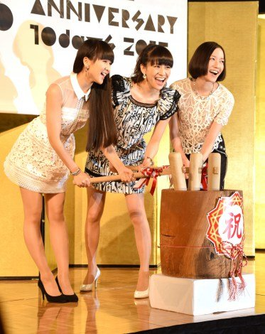 『Perfume ANNIVERSARY 10days 2015 PPPPPPPPPP』の記者発表会に出席したPerfume(左から)かしゆか、あ〜ちゃん、のっち (C)ORICON NewS inc.