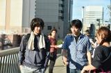 新ドラマ『おかしの家』にクランクインした主演のオダギリジョー(左)と石井裕也監督