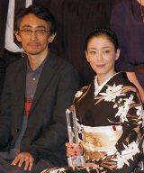 『第27回東京国際映画祭』クロージングセレモニーに出席した(左から)吉田大八監督、宮沢りえ (C)ORICON NewS inc.