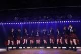 春風亭小朝『イヴはアダムの肋骨』公演でアカペラを披露したAKB48 (C)AKS