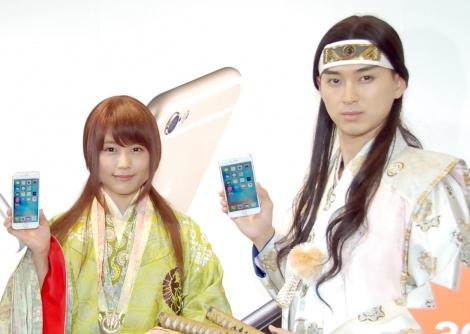 有村架純(左)の「できちゃった…」発言にドキッとしたことを明かした松田翔太(右)=KDDI『iPhone 6s/iPhone 6s Plus』発売イベント (C)ORICON NewS inc.