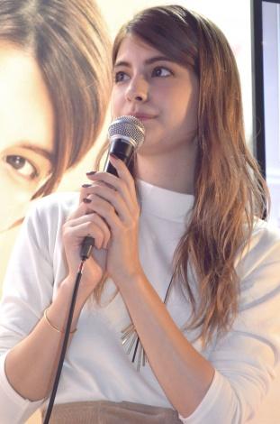 サムネイル 『TGC 2015 AW』出演中に美肌ケアの極意などについて語ったマギー (C)oricon ME inc.
