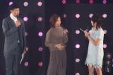 『第21回 東京ガールズコレクション 2015 AUTUMN/WINTER』ステージで、第2子の妊娠を発表した小森純(中央) (撮影:片山よしお) (C)oricon ME inc.