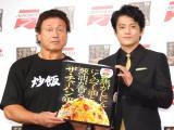 イベントで初対面を果たした(左から)天龍源一郎、小栗旬 (C)ORICON NewS inc.