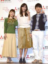 三菱電機の新CM発表会に出席した(左から)戸田恵子、杏、オードリーの若林正恭 (C)ORICON NewS inc.