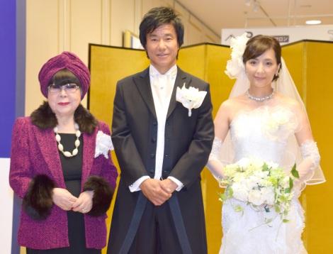 サムネイル 結婚ラッシュを祝福した(左から)桂由美、中山雅史、生田智子 (C)ORICON NewS inc.